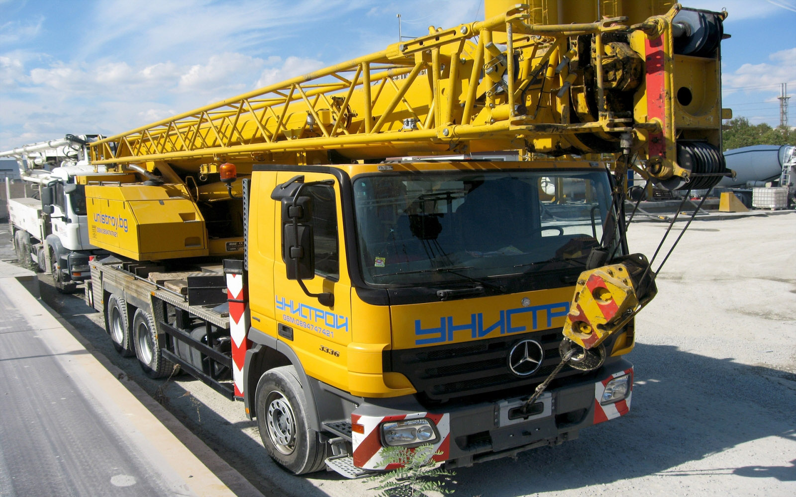 UNISTROY PURCHASED A LUNA AUTO CRANE